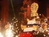 Penutupan Nusa Dua Fiesta XVIII ditandai dengan penancapan Kayun, Selasa (13/10/2015)