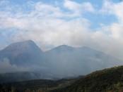 Asap kebakaran hutan di lerang Gunung Lawu terlihat dari wilayah Kabupaten Karanganyar - foto: Djoko Judiantoro