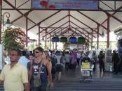 Wisatawan di Bandara Ngurah Rai Bali - foto: Ilustrasi