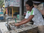 Jasa bakar ikan di Kampung Nelayan Kedonganan, Jimbaran, Bali - foto: Media