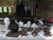 Hasil kerajinan seni dari bahan limbah kertas koran yang didaur ulang - foto: Koranjuri.com