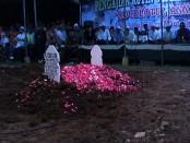 Kuburan Gus Jamil saat berdakwah - foto: Sujono/Koranjuri.com