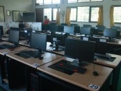 Salah satu ruang UNBK di SMA Negeri 1 Denpasar - foto: Koranjuri.com