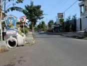 Penunjuk di Kampung Loloan Timur - foto: Koranjuri.com