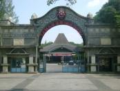Gerbang Taman Sriwedari - kekunaan.blogspot.co.id