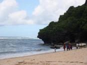 Pantai dibawah tebing pura Gunung Payung di Desa Kutuh, Kuta Selatan - foto: Wahyu Siswadi/Koranjuri.com