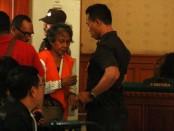 Margriet C Megawe dalam persidangan di PN Denpasar - foto: Wahyu Siswadi/Koranjuri.com