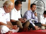 Ir. Jro Nyoman Ray Yusha, MM. (kiri) saat konsolidasi di kantor DPC Partai Gerindra Buleleng - foto: ist/be