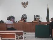 Sidang kasus pelecehan seksual dengan terdakwa mantan mantan Kepala Kantor Wilayah (Kakanwil) Direktorat Jenderal Pajak Jateng II Surakarta, Bambang Is Sutopo,  di Pengadilan Negeri Surakarta, Kamis, 4 Februari 2016 - foto: Djoko Judiantoro/Koranjuri.com