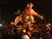 Ratusan ogoh-ogoh dikirab pada malam Pengerupukan atau sehari menjelang puncak Hari Raya Nyepi - foto: Wahyu Siswadi/Koranjuri.com