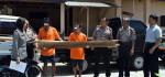 2 Remaja ini Berurusan Dengan Polisi Setelah Mengangkut Segelondong Kayu Jati Dari Rumahnya