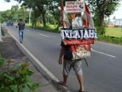 Sakiman menghabiskan tujuan terakhir di Kota Singaraja, Buleleng, Bali setelah 4 tahun melakukan napak tilas keliling Indonesia mengunjungi tempat bersejarah yang pernah disinggahi Presiden RI I, Soekarno - foto: ist