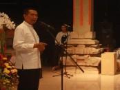 Gubernur Bali, I Made Mangku Pastika saat peluncuran buku karyanya berjudul 'Percikan Perenungan dari Jaya Sabha'  - foto: Wahyu Siswadi/Koranjuri.com