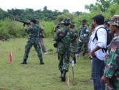 Latihan menembak yang dilakukan prajurit TNI dari Kodim 1627 Rote Ndao - foto: Isak Doris Faot/Koranjuri.com