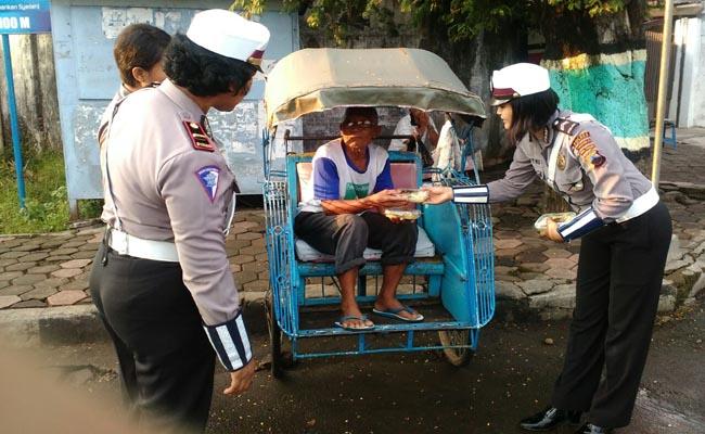 Aksi Simpatik Polantas Purworejo Patut Diacungi Jempol