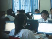 UNBK di SMK Negeri 2 Tabanan - foto: Wahyu Siswadi/JKoranjuri.com