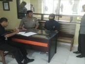 Irhamna, pelaku pencurian di kantor PO Sumber Alam Kutoarjo saat diperiksa di Mapolres Purworejo - Sujono/Koranjuri.com
