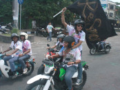 Hingar bingar kelulusan SMA/SMK di ruas jalan Sudirman Denpasar usai siswa menerima pengumuman, Sabtu, 7 Mei 2016 - foto: Wahyu Siswadi/Koranjuri.com