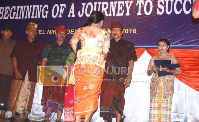 346 siswa kelas XII SMK Negeri 2 menggelar upacara pelepasan di Hotel Niki Denpasar - foto: Koranjuri.com