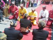 Raja Kerajaan Adat Lampung hadir sebagai tamu undangan pada Tradisi Adat Tingalan Jumenengan Dalem PB XIII di Kraton kasunanan Surakarta – foto: Djoko Judiantoro/Koranjuri.com