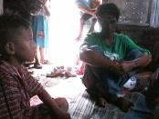 Anjar, korban penganiayaan, didampingi Hariyadi - foto: Sujono/Koranjuri.com