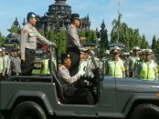 Kapolda Bali, Irjen Pol. Sugeng Priyanto memimpin gelar pasukan Operasi Ramadniya Agung 2016 di Lapangan Bajrasandhi Renon, Denpasar - foto: Suyanto/Koranjuri.com