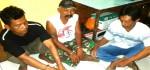Tiga Penjudi nekad ini Ditangkap Polisi Main Ceki di WC Umum