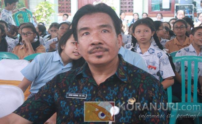 Kepala SMP Negeri 3 Denpasar, I Wayan Murdhana - foto: Koranjuri.com