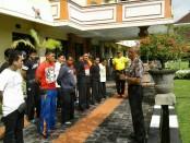 Puluhan anggota Ormas di Bali mengikuti pembinaan dan pelatihan di Polresta Denpasar - foto: Suyanto/Koranjuri.com