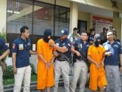 Pelaku rampok nasabah Bank berhasil dicokok tim buser Polresta Denpasar. Sindikat perampok ini beroperasi di Bali - foto: Suyanto/Koranjuri.com