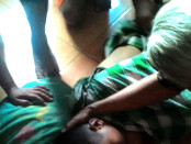 Jasad korban usai ditemukan tim SAR UNS - foto: istimewa