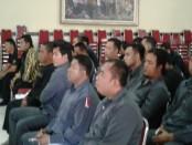 Ormas di Bali mengikuti pelatihan yang diinisiasi oleh Polresta Denpasar. Pelatihan dilakukan terkait cegah tangkal terorisme, penyalahgunaan narkoba, penggeledahan, pengaturan penjagaan, pengawalan dan patroli serta beladiri Polri dengan tongkat polri dan borgol - foto: Suyanto/Koranjuri.com