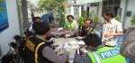 Pastikan Tak Konsumsi Narkoba, Polisi Lakukan Tes Urine Kepada Sopir Bus