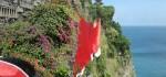 Merah Putih Raksasa Berkibar di Tebing Uluwatu