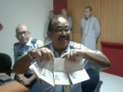 Puluhan orang asing yang ditertibkan di wilayah Kuta diantaranya memegang paspor palsu, bekerja tidak dengan visa maupun pelanggaran alih sponsor tanla ijin - foto: Suyanto/Koranjuri.com
