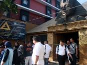 Kapolresta Denpasar, Kombes Pol. Hadi Purnomo memantau lokasi kejadian di klab malam Pyramid - foto: Wahyu Siswadi/Koranjuri.com