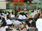 Ratusan siswa dari tingkat sekolah dasar hingga sekolah menengah atas mengikuti seminar kebangsaan yang diadakan Komando Distrik Militer (Kodim) 1627 Rote Ndao - foto: ist