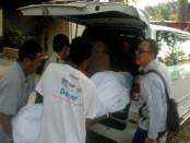 Jenasah Wayne Stirling Negus (70), wisatawan asal Australia dibawa ke RSUP Sanglah Denpasar, Sabtu, 10 September 2016 - foto: Istimewa