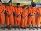 Enam tersangka narkoba yang ditangkap Polresta Denpasar, salah satunya staf kantor Pelayanan Jasaraharja Gianyar - foto: Istimewa