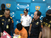Pria yang berprofesi sebagai Cabin Crew maskapai terkenal dunia ini, tiba di bandara Ngurah Rai 30 September 2016, pukul 21.30 wita dengan menumpang pesawat Singapore Airline SQ-948 Rute Singapore-Denpasar - foto: Istimewa