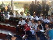 Ratusan dokter yang tergabung dalam IDI Bali melakukan audiensi di Wantilan Gedung DPRD Bali untuk menuntut penghapusan program pemerintah soal Dokter Layanan Primer (DLP) - foto: Istimewa