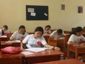 Ruang menulis cerpen di SMANSA Denpasar dalam kegiatan memperingati Bulan Bahasa dan Sumpah Pemuda - foto: Wahyu Siswadi/Koranjuri.com