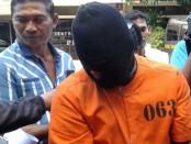 Rio Irawan, residivis kasus pencurian dan sejumlah aksi kriminal lain dibekuk polisi di wilayah Monang-Maning Denpasar - foto: Suyanto