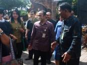 Kepala SMP Wisata Sanur, Gusi Made Raka menyambut tim penilai PKTP Tingkat Provinsi Bali, Jumat, 4 November 2016 - foto: Wahyu Siswadi/Koranjuri.com
