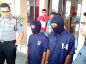 Kedua pelaku pencurian dengan pemberatan bermodus ganjal atm yang dibekuk Reskrim Polres Purworejo – foto: Sujono/Koranjuri.com