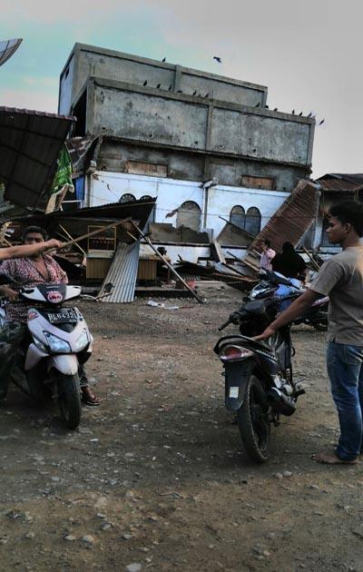 Sebuah bangunan hancur setelah diguncang gempa berkekuatan 6,4 skala richter yang terjadi di Pidie Aceh, Rabu, 7 Desember 2016 - foto: Istimewa