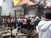 12 kamar kos di jalan Tunjung Sari, Gang Menuri VI Denpasar, terbakar hingga menyebabkan 2 orang lansia tewas, Selasa, 13 Desember 2016 - foto: Istimewa