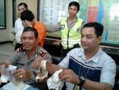 Pelaku pencurian kotak amal di masjid digelandang di Polsek Kuta - foto: Istimewa