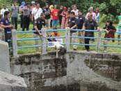 Suasana rekonstruksi kasus pembunuhan janda Turmiyati – foto: Sujono/Koranjuri.com