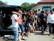 Ketiga pelaku pembunuhan sadis terhadap Mantri Sugeng, yang terpaksa ditembak karena berusaha melawan saat ditangkap - foto: Sujono/Koranjuri.com